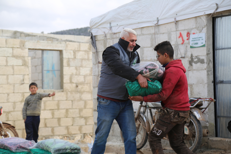 2021 Kış Yardım Çalışmalarımızın Dağıtımı Devam Ediyor... - Haberler - İnsanı İnşa Derneği İİD. Uluslararası Yardım Kuruluşu