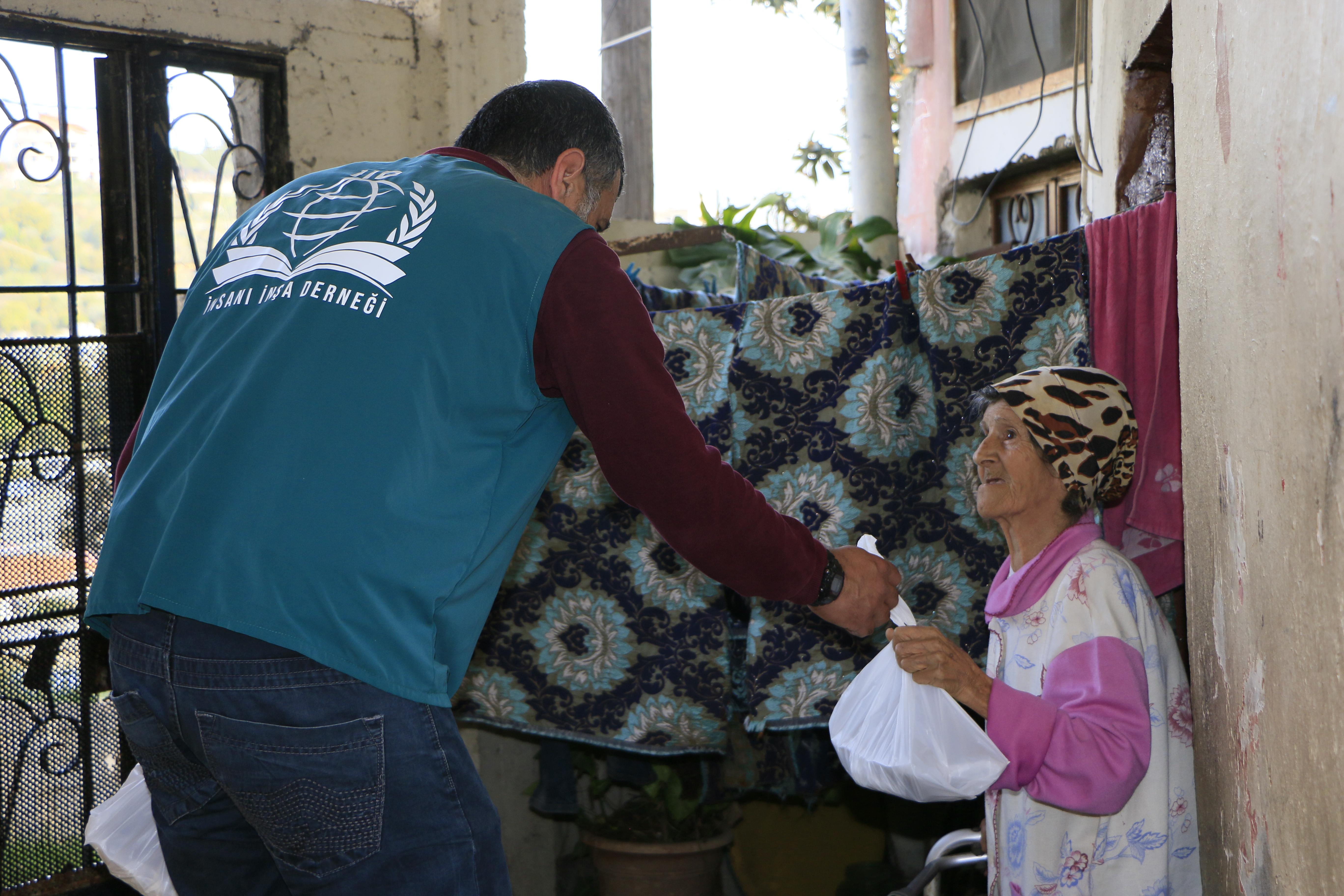 Lübnan İfariyelik Dağıtımları  - Haberler - İnsanı İnşa Derneği İİD. Uluslararası Yardım Kuruluşu