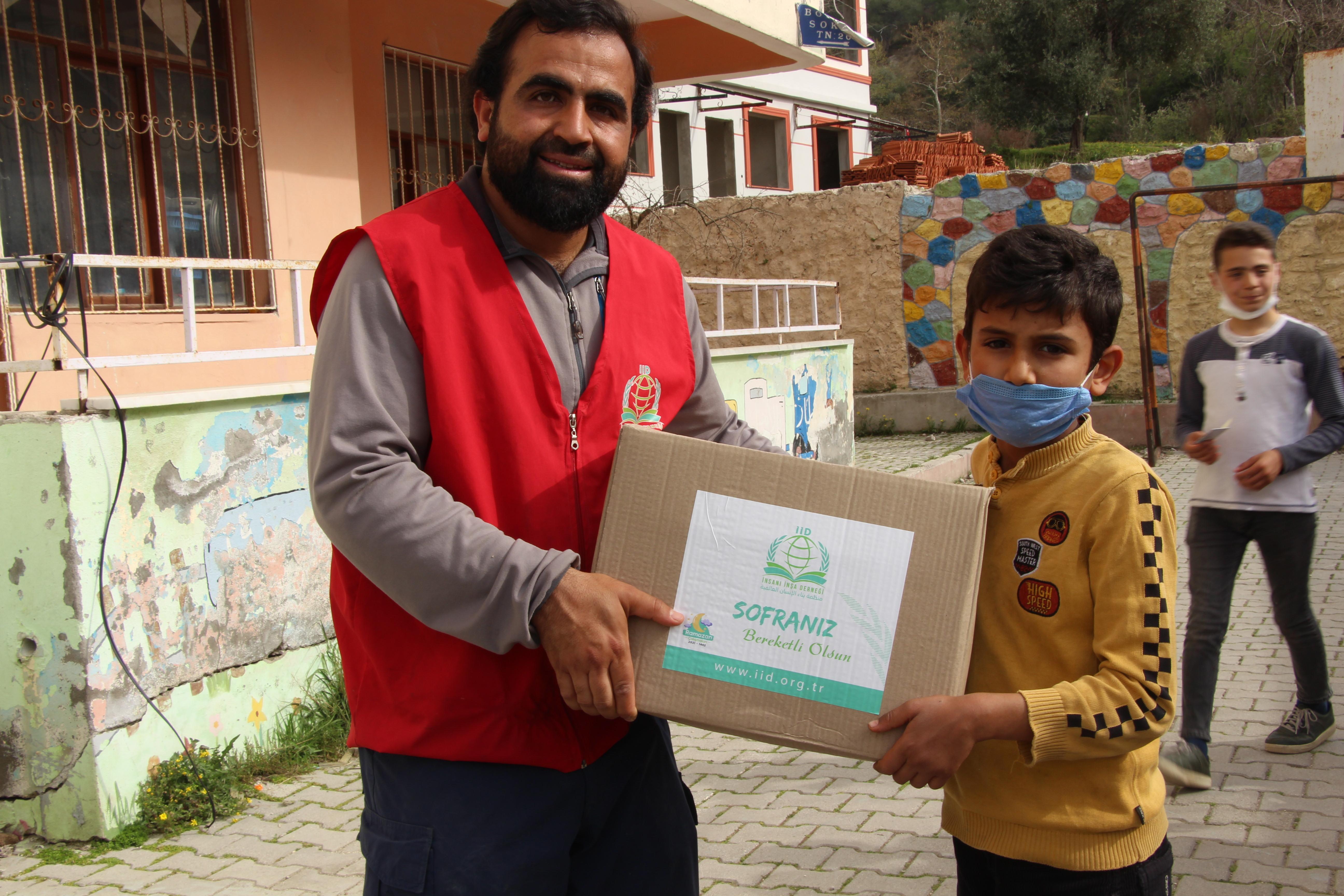 Ramazan Gıda Kolisi Dağıtımları Türkiye devam ediyor... - Haberler - İnsanı İnşa Derneği İİD. Uluslararası Yardım Kuruluşu
